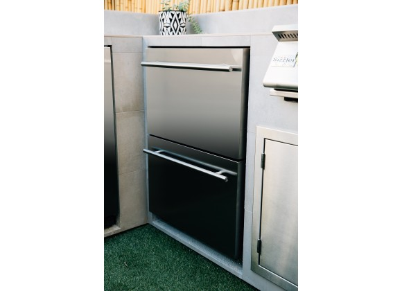 """Summerset Grills 24"""" 5.3c Deluxe Outdoor Rated 2-Drawer Refrigerator - Lifestyle"""