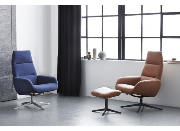 Ergo Chair And Footrest In Balder Black Leather - Lifestyle
